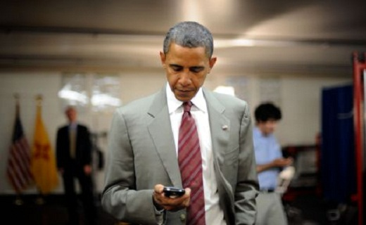 Obama facing Blackberry_techshohor