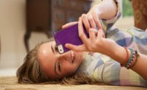 o-TEEN-GIRL-USING-SMARTPHONE-facebook