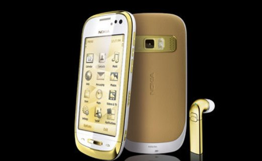 Nokia Oro is covered with 18ct gold on the outside, tinged with Symbian regret inside 2