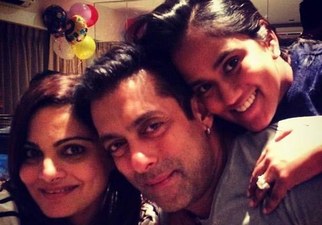 Salman Khan with sisters-TechShohor