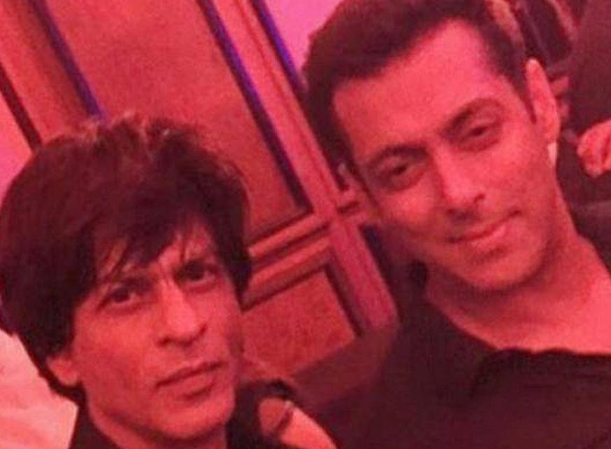 Salman-Shahrukh-Selfie-techShohor