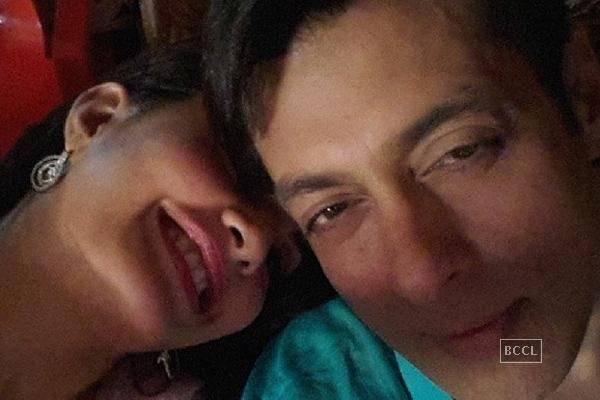 Salman-khan-Jaquelin-Selfie-TechShohor