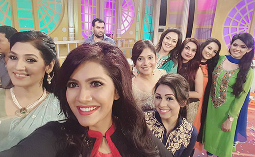 Maria Nur & other host Selfie-TechShohor