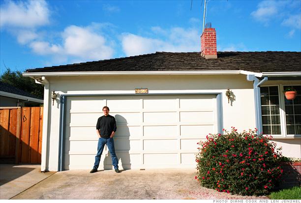 Steve-Jobs-Garage-Apple-first-HQ-techshohor