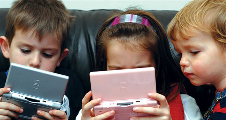 children-playing-video-games-Techshohor