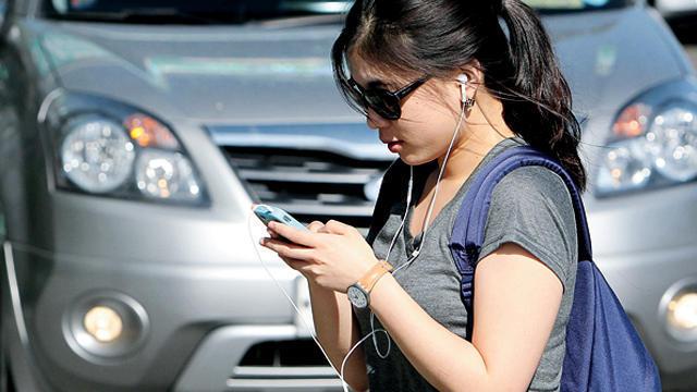 smartphone-ban-Road-cross-Time-Techshohor