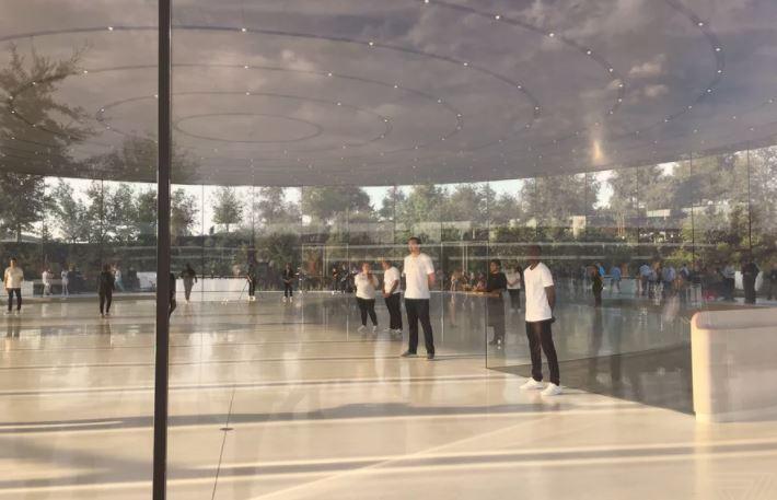 apple-park-glass-trouble-techshohor