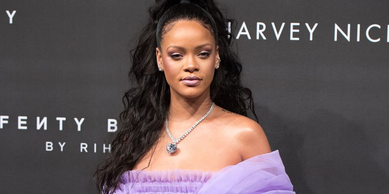 Rihanna-techshohor1